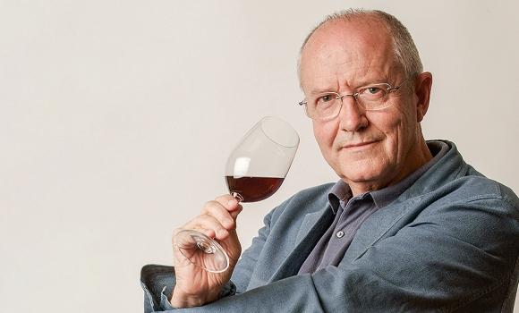 """José Peñín: """"Para animar a que la gente consuma vino, hay que señalar los buenos, bonitos y baratos"""""""