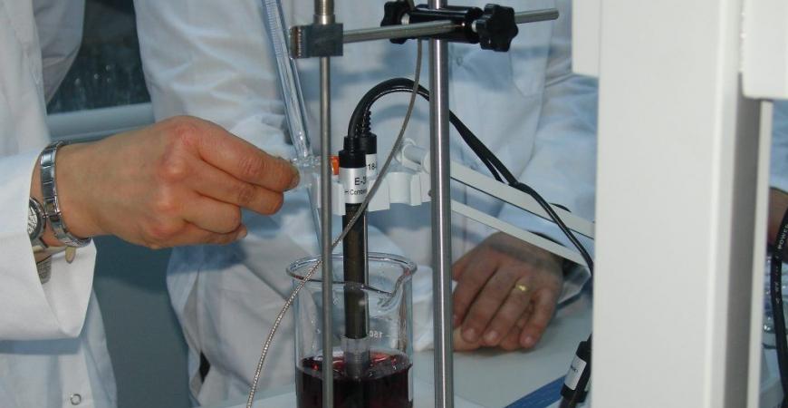 ¿En qué consiste un análisis enológico?