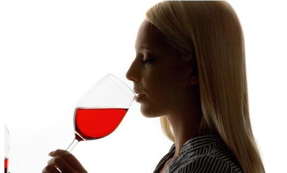 Más vino y queso en la dieta ayuda a reducir el deterioro cognitivo